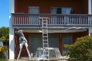 Painters In Pomona worker exterior painting